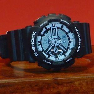 Pre-Owned Men's White & Black Casio GA-110 G-Shock